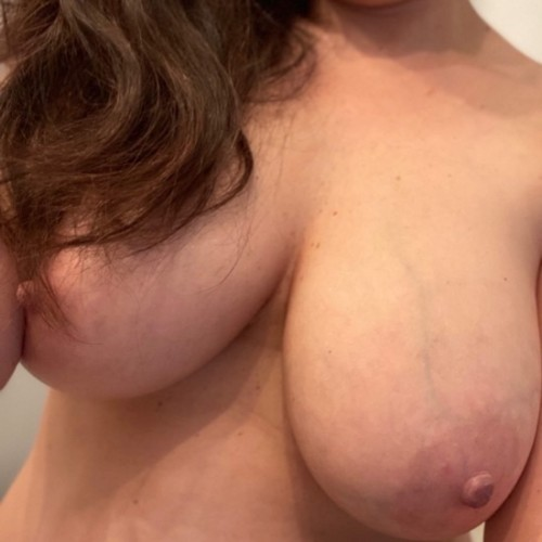 FREE porn pictures and short videos of lingeriewife69 in United States