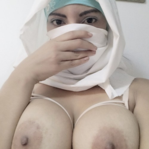 See muslimwifeyx naked photo and video